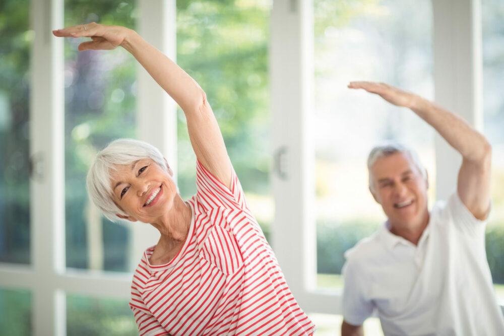 Äldre par gymnastik