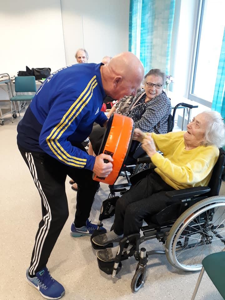 Boxning på äldreboende